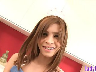 2009 beautiful brunette teen enjoys