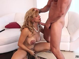 Naomi Takes That Hardcore Dick