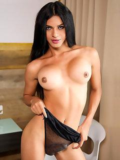 Nicole Flakita