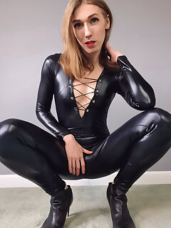 Nikki Fox