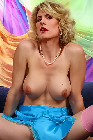 Carlotta champagne nude webcam amateur