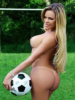Camilla Carvalho