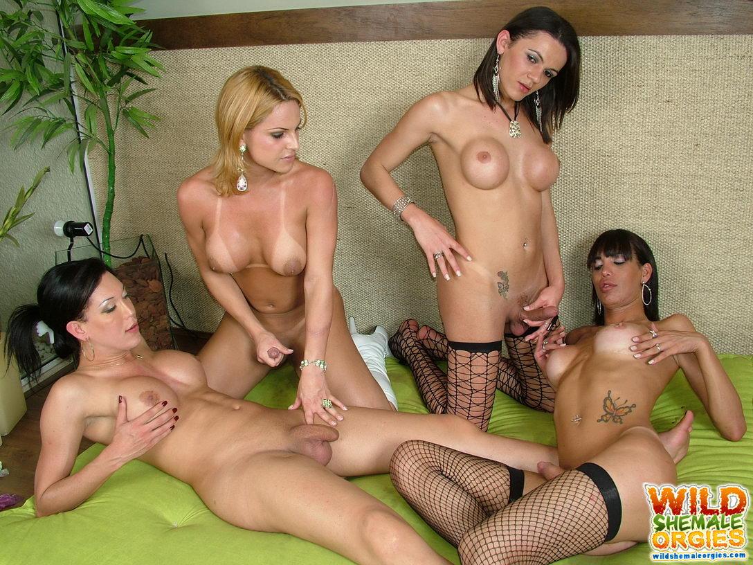 Три девки с членом, гиг порно три члена видео смотреть HD порно бесплатно 26 фотография