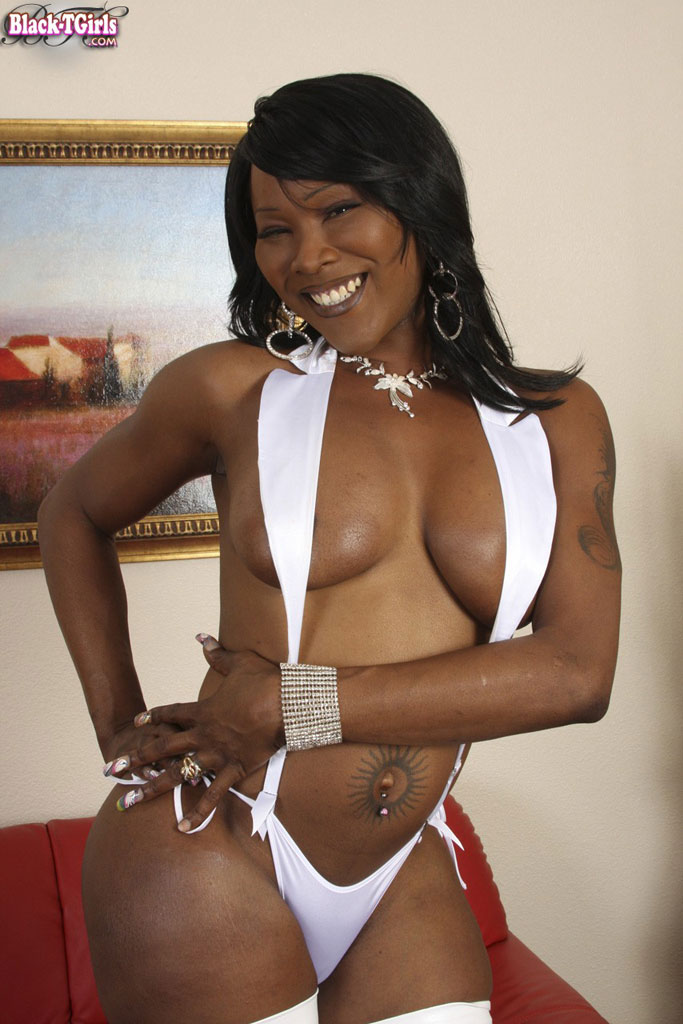 black-shemale-queen-free-watermelon-pussy-pics