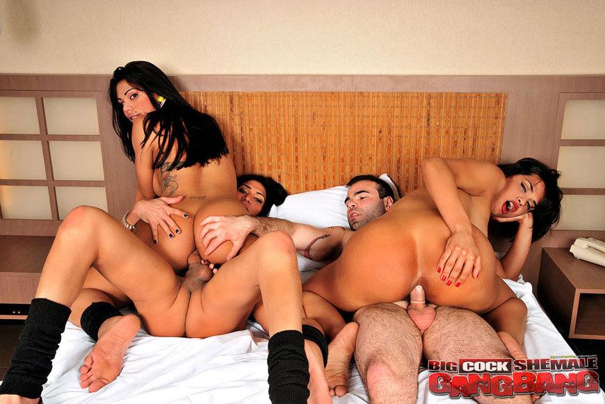 Boy penetrating girls pussy