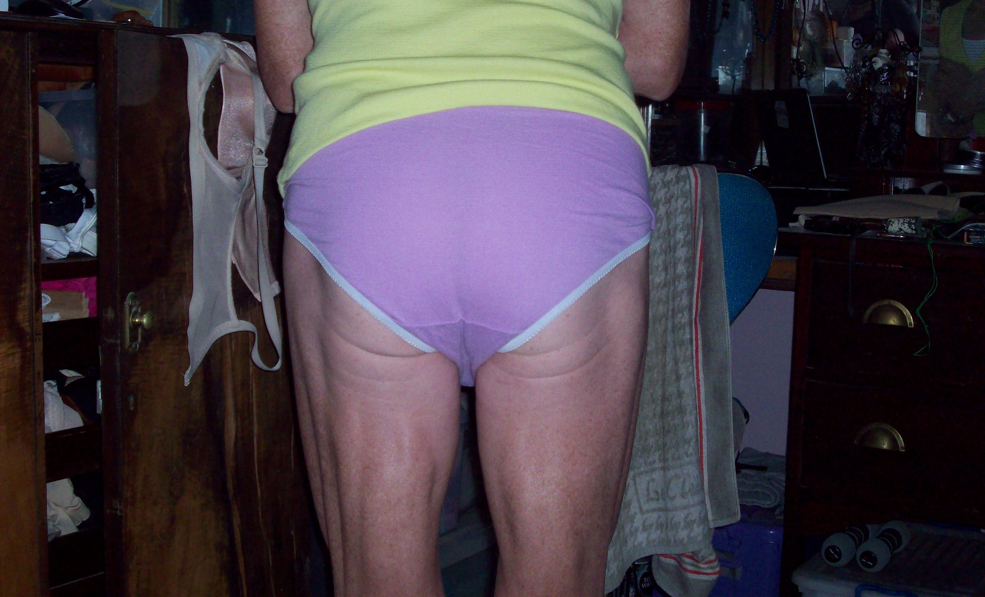 Mature milf nylon stockings