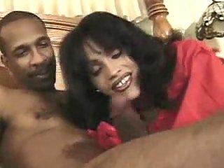 Ebony guy has fun with brunette tranny
