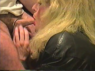 Tranny in stockings amateur sucking