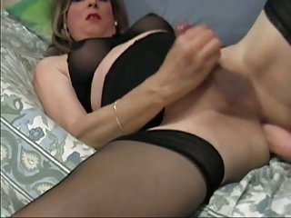 Donna Queen Masturbates and Cums