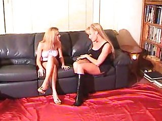 Blonde Tranny & Her Female Friend Jazzing