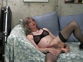 Donna Queen Loves Her Big Fat Dildo!
