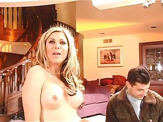 Carmen Cruz  behind the scenes