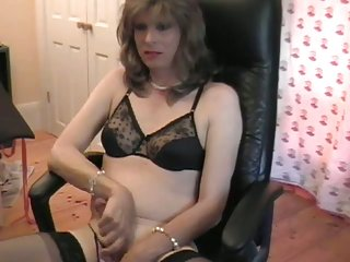 Mature cd in lingerie masturbating on cam