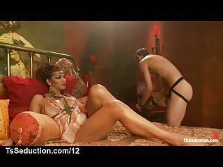 Tranny queen gets blowjob from slave in bed