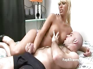 Blonde TS sucker