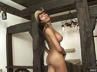 Meelynah Weelyans ia a very sexy tranny