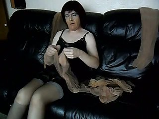 Sexy mature CD stroking
