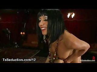 Guy anally fucked and jizzed by tranny on the table