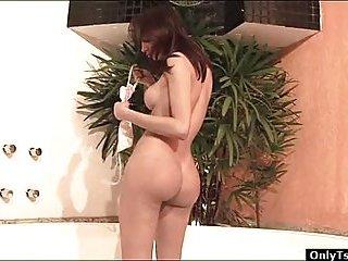 Tranny Danielly Marinetto masturbates in a jacuzzi
