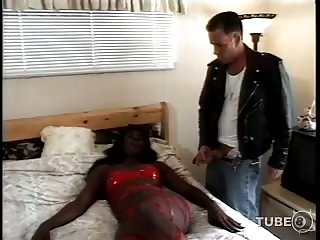White guy banging black tranny