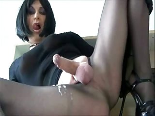 Tranny beauties jerking for you