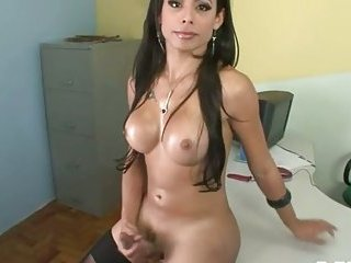 This tranny is simply hot