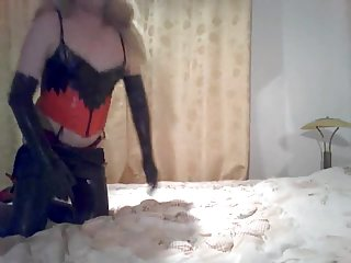 This amateur crossdresser likes latex lingerie