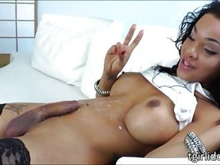 Curvy black shemale Nicole Starr hand pleases her cock until she cums