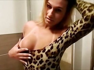 Butty tranny does her best for a pov