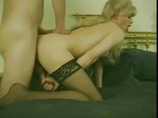 Vintage blonde tranny gets penetrated