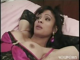 Oral and anal pleasure with a skilful TS milf