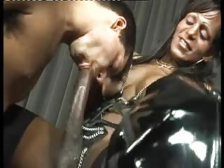 Interracial sex with a big dicked tranny