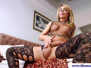 Tgirl Camille Andrade in solo masturbation