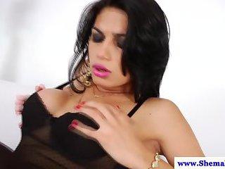 TS tranny Valentina Bittencourt gets cocksucked