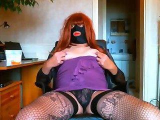 Redhead TS plays on webcam