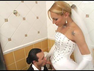 Milena fucks in the bathroom