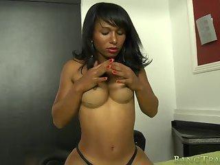 Kinky shemale Vivi Dantas anal slammed