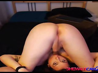 Flexible hot shemale self sucking