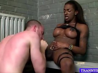 Busty ebony bitch gets her dong sucked