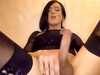 Sissy Cuming on Cam