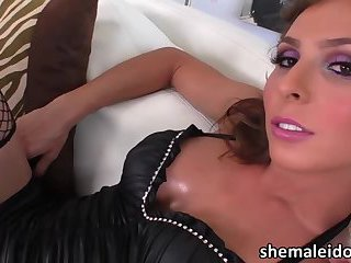 Brunette Tgirl Sienna exchange anal sex and gets facial by a hunk