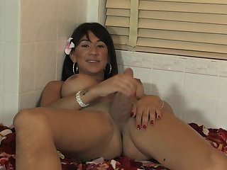 Asian tranny makes sex