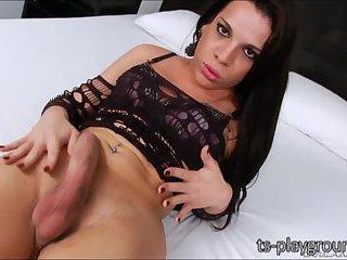 Nice booty latina TS Ariane de Briho strokes her large cock