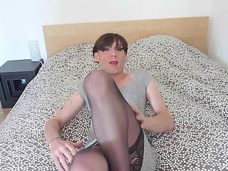 Sexy Crossdresser Oliviade Dildoing and CUMMING hard!