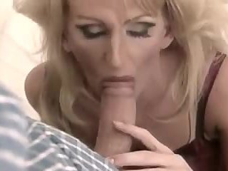 Blonde TV Sucking
