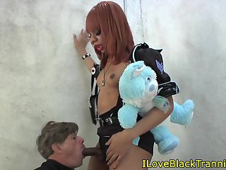 Costume dominant tgirl oraly pleasured