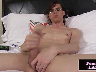 Amateur femboy pulling her cock until cum