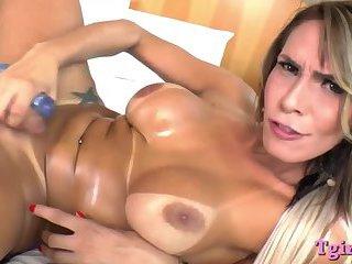 Luscious tranny masturbates her asshole and handjobs