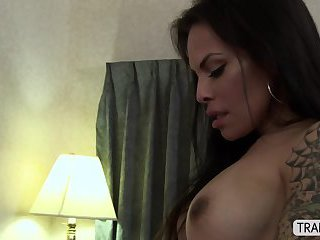 Transgirl Foxxy dominates in anal sex over her straight boss