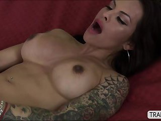 Pretty transgirl Aspen Brooks in provocative fapping session
